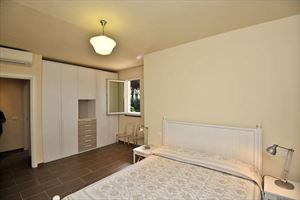 Villa Alloro : спальня с двуспальной кроватью