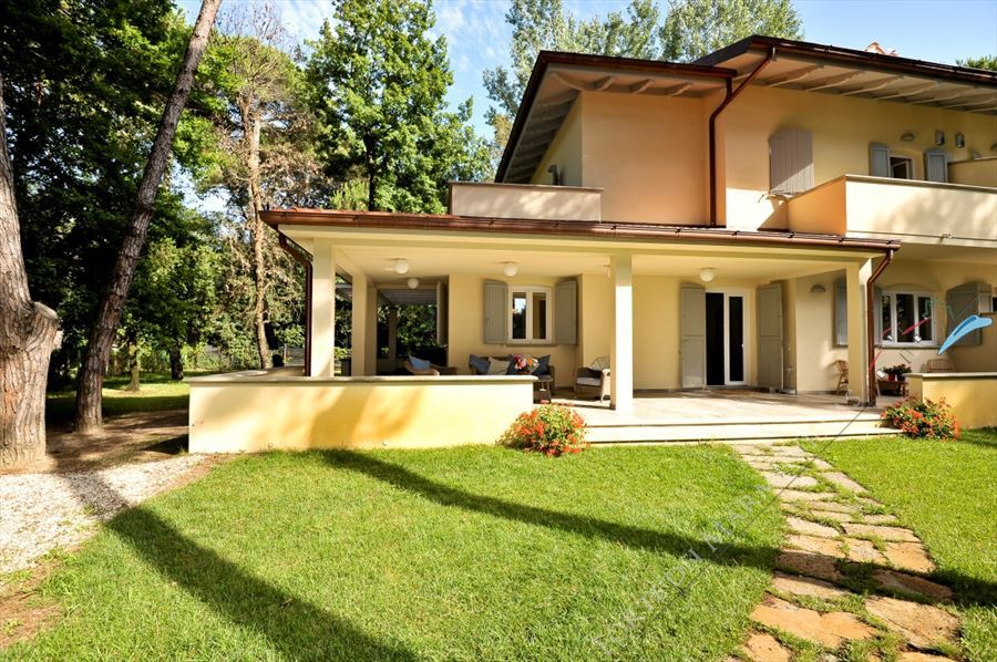 Villa Salvia Forte  semi detached villa to rent Forte dei Marmi