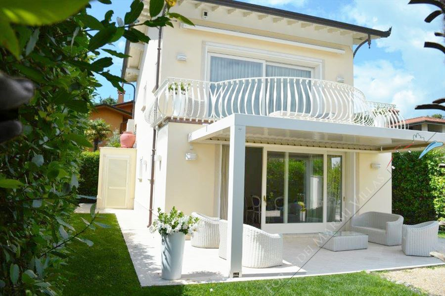 Villa Bianca detached villa to rent and for sale Forte dei Marmi