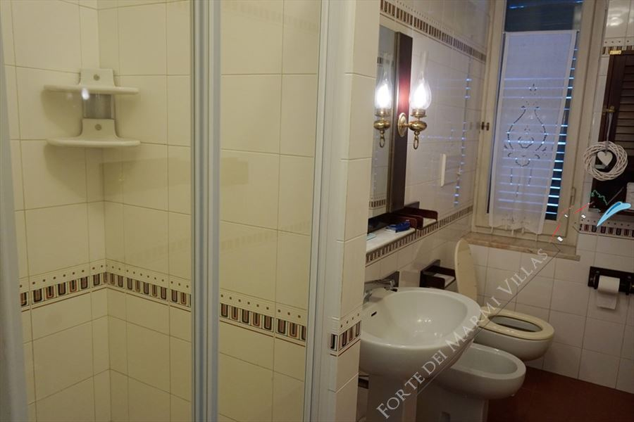 Appartamento Atlas : Bathroom with shower