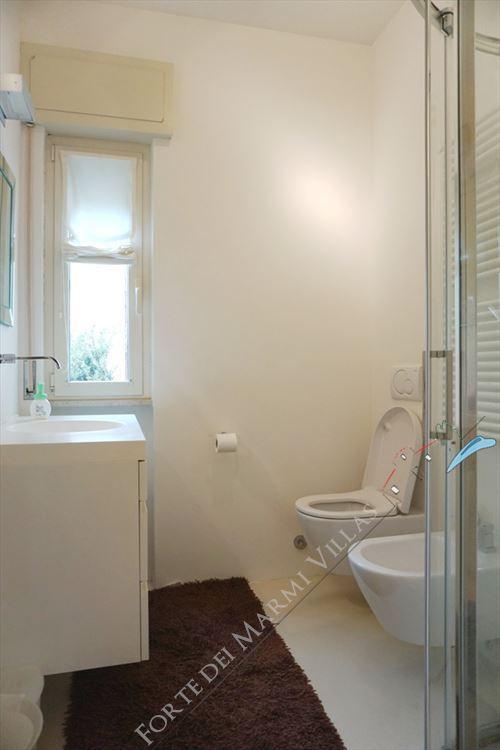 Appartamento Navi : Bathroom with shower