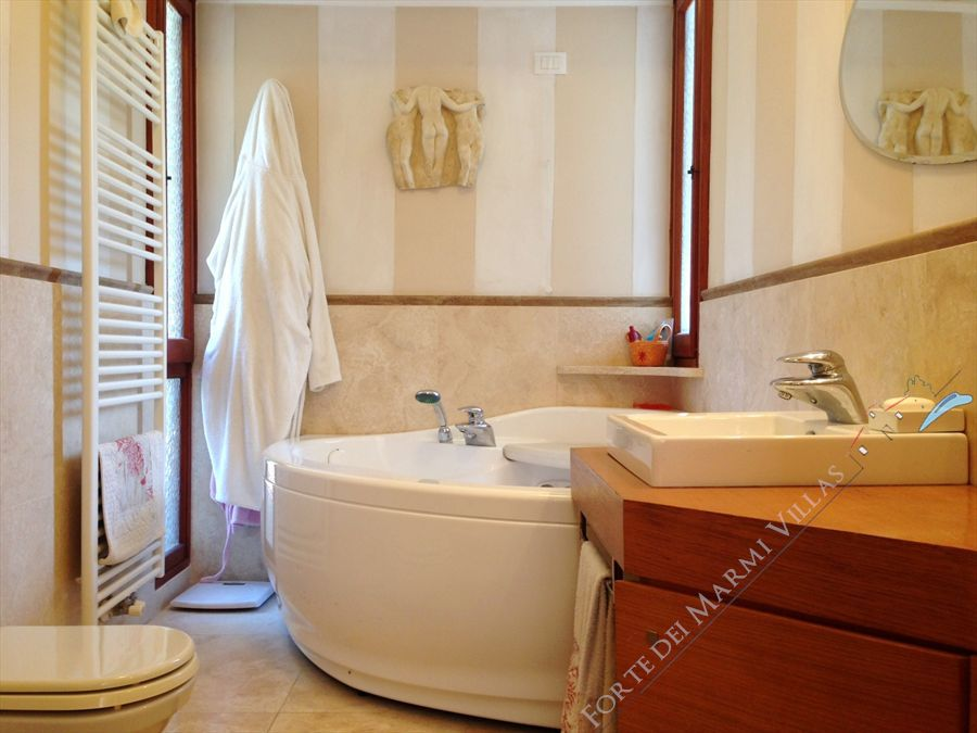 Appartamento Corallina : Bathroom with tube