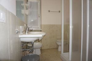 Appartamento Piano Terra : Bagno con doccia