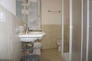 Appartamento Piano Terra : Bathroom with shower