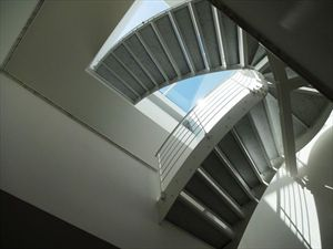 Appartamento Fiascherino : мраморная лестница