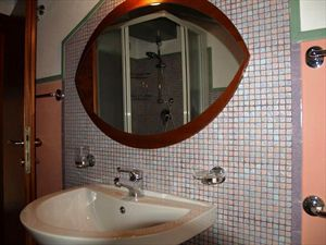 Appartamento Azzurro : Bathroom with shower
