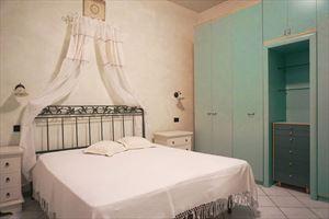 Appartamento in centro storico : спальня с двуспальной кроватью