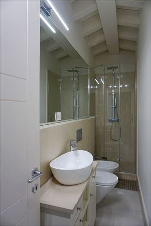 Appartamento Fiorenza : Ванная комната с душем