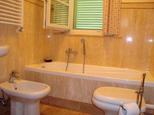 Villa Gelato : Bagno con vasca