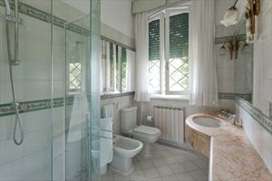 Villa Poesia : Bathroom with shower
