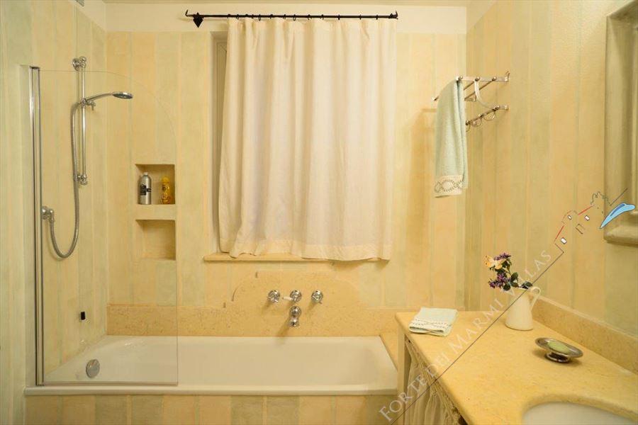 Villa Principe : Bathroom with tube