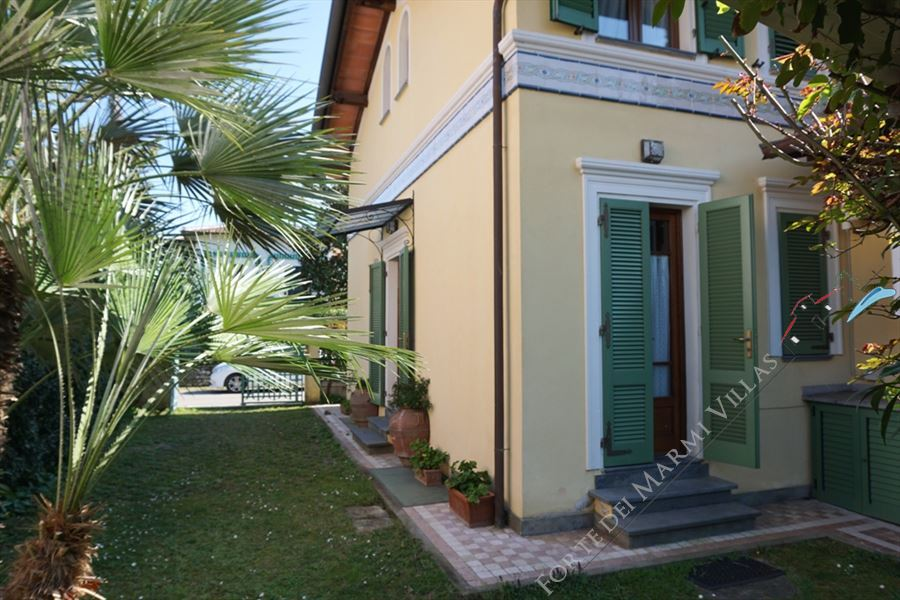 Villa Primula semi detached villa to rent Marina di Pietrasanta
