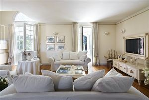 Villa  Costes con dependance  : Гостиные