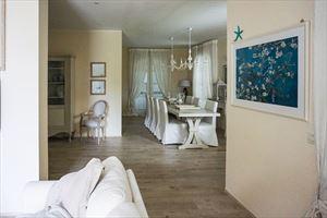 Villa  Costes con dependance  : Гостиная