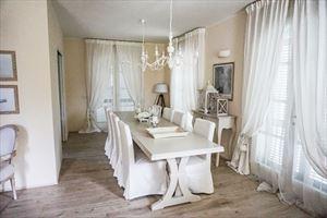 Villa  Costes con dependance  : Столовая