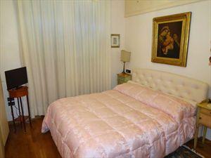 Villa  Fenice  : спальня с двуспальной кроватью