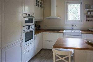 Villa  Costes con dependance  : Кухня