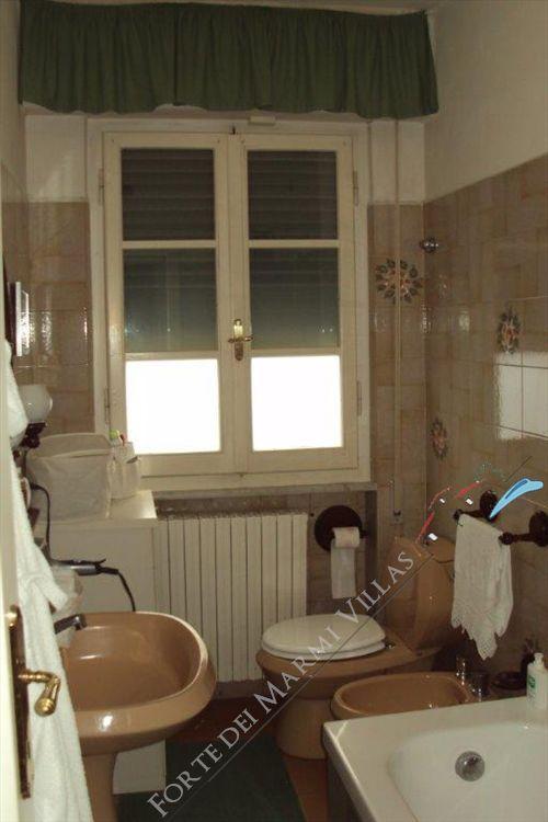 Villa Azalea : Bagno con vasca