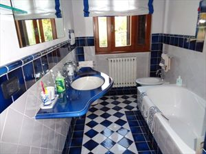 Villa  Pieraccioni  : Bathroom with shower