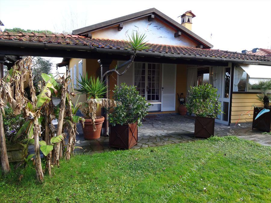 Villa Isola detached villa to rent Forte dei Marmi