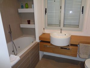 Villa  il Sogno  del mare                                : Bathroom with tube