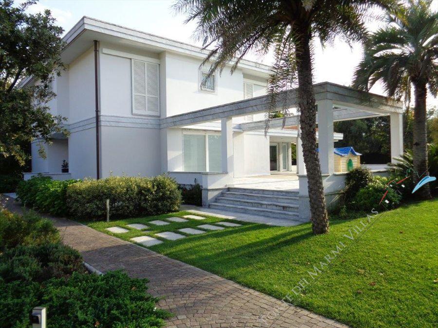 Villa  Brosio  : Outside view