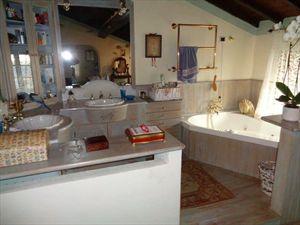 Villa  Fantastica  : Ванная комната с ванной
