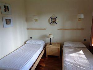 Villa  Mirafiori  : спальня с двумя кроватями