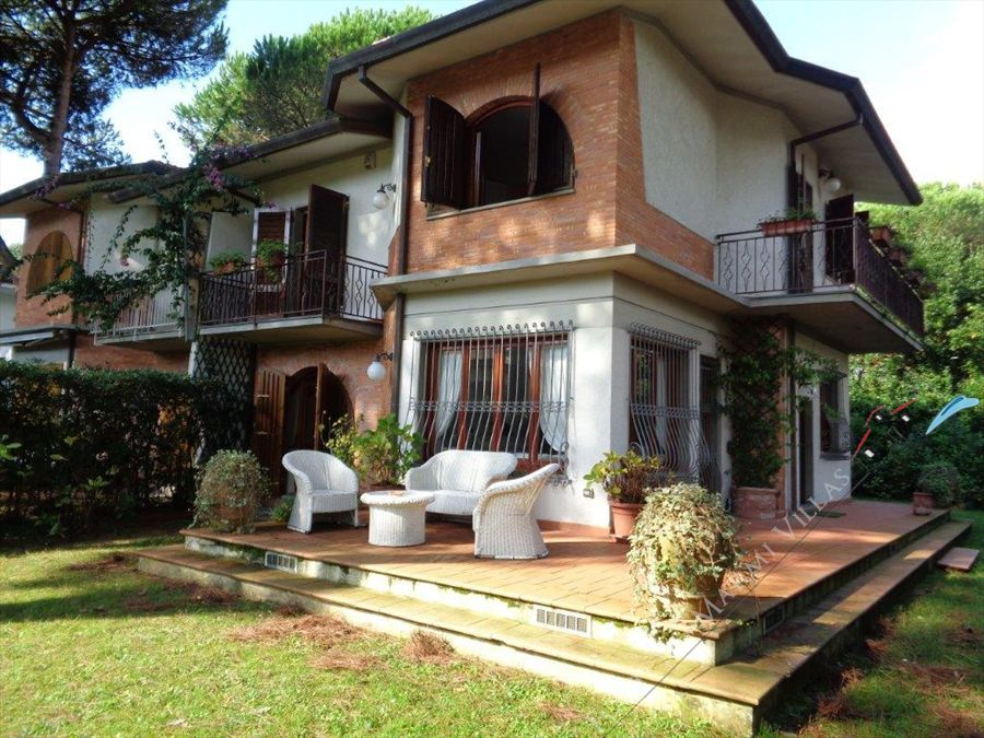 Villa  Mirafiori  semi detached villa to rent and for sale Forte dei Marmi