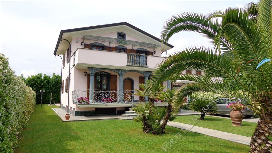 Villa dei Peschi  : Outside view