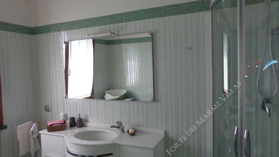 Villa dei Peschi  : Bagno con doccia