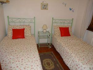 Villa Tranquilla : спальня с двумя кроватями