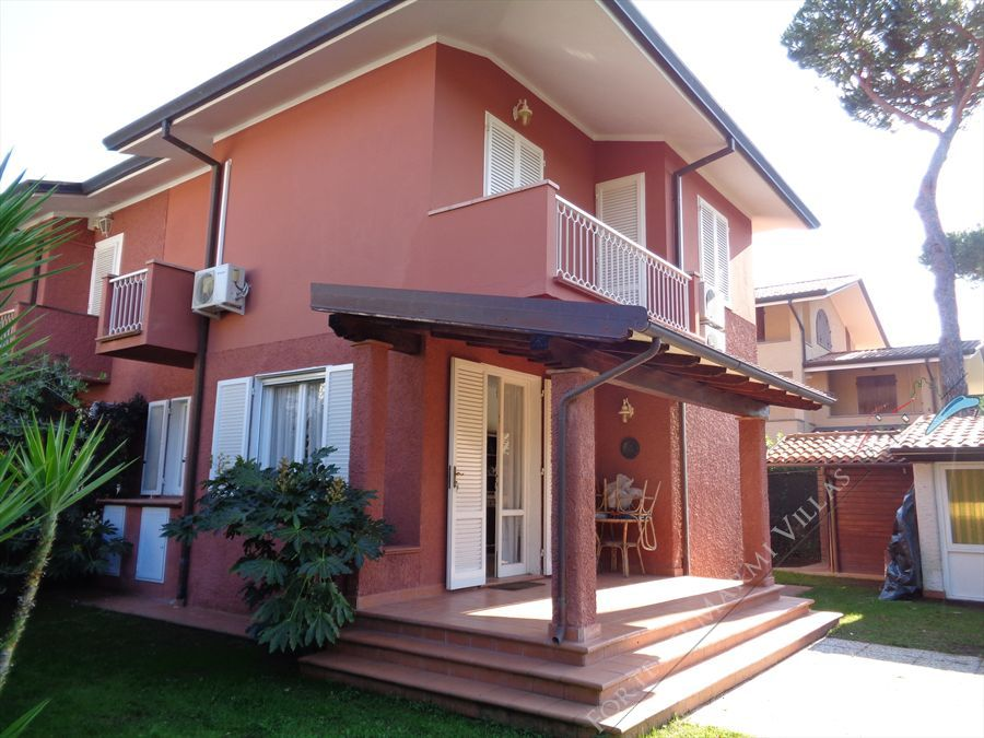 Villa Sergio  semi detached villa to rent and for sale Forte dei Marmi