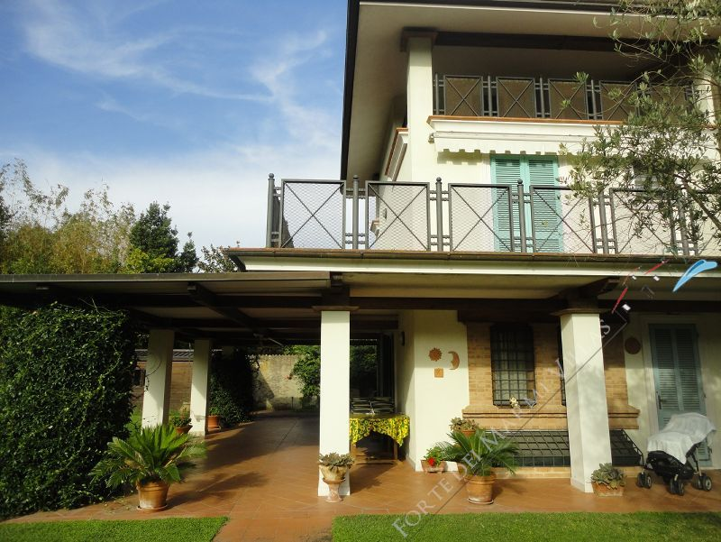 Villa Sandra semi detached villa to rent and for sale Forte dei Marmi