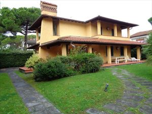 Villa Sassicaia : Outside view