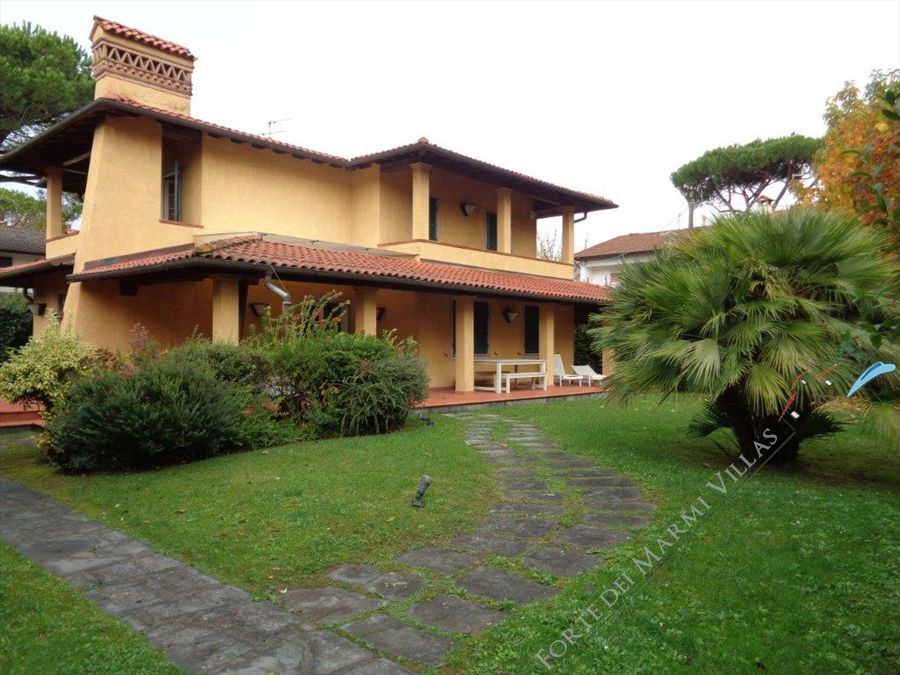 Villa Sassicaia detached villa to rent and for sale Forte dei Marmi