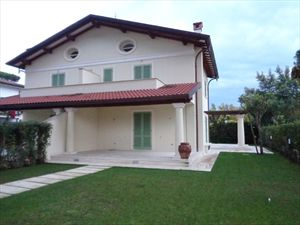 Villa  Dei Pini  : Вид снаружи