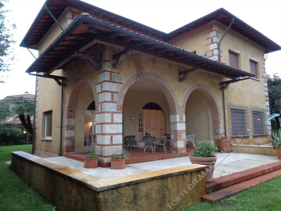 Villa   dei Patrizi  detached villa to rent and for sale Marina di Pietrasanta