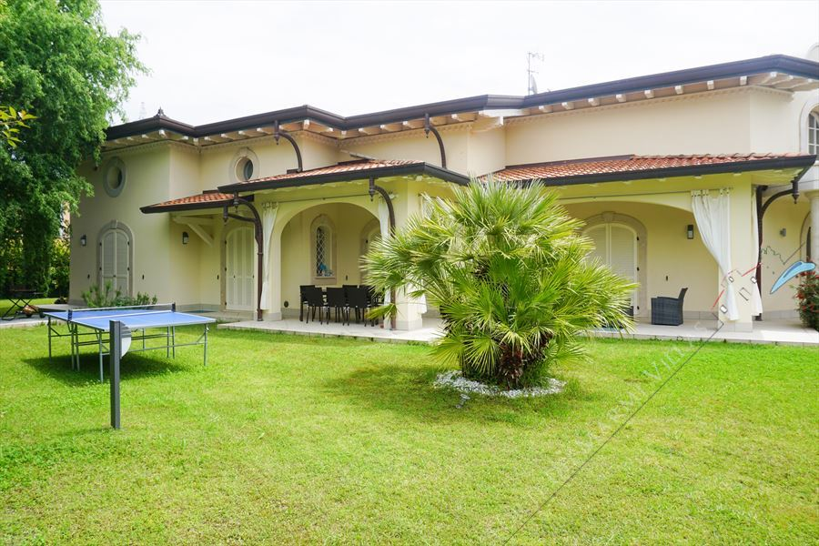 Villa Afrodite : Outside view