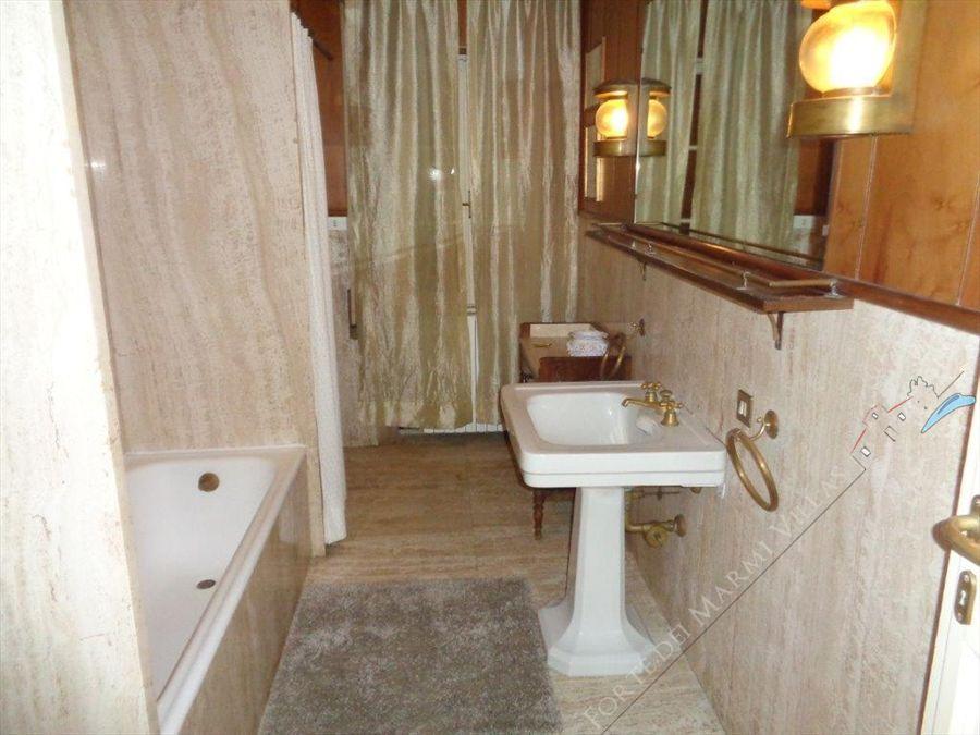 Villa   dei Patrizi  : Bagno con vasca