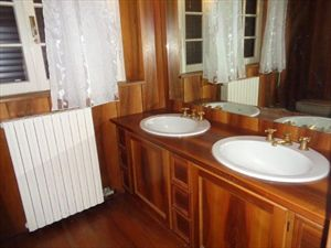 Villa   dei Patrizi  : Bathroom with shower