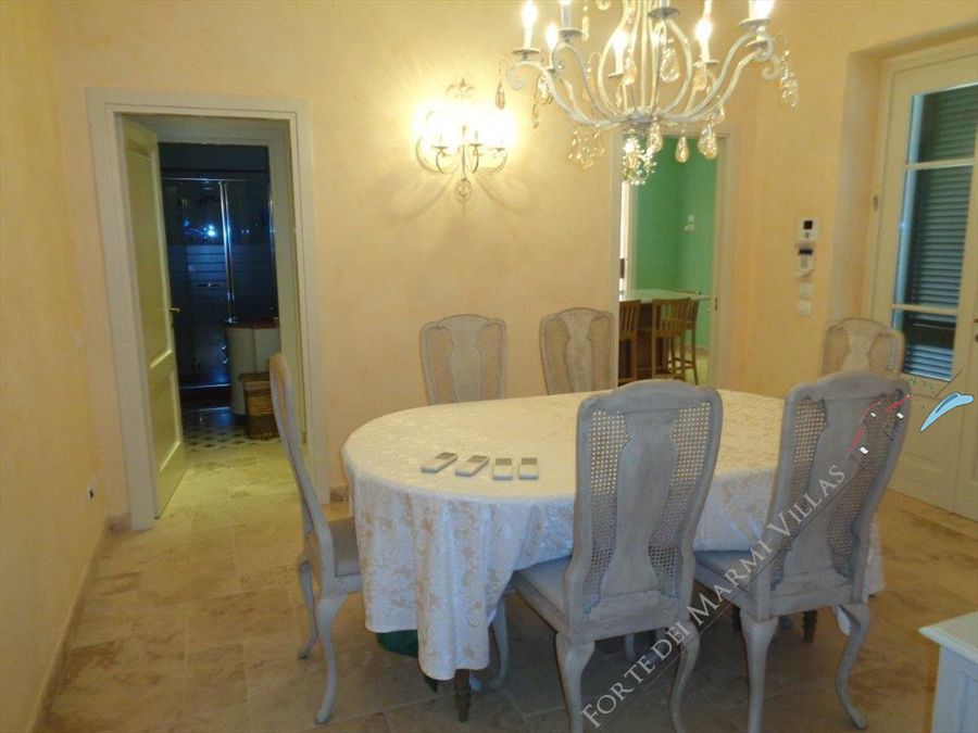 Villa Romanica  : Sala da pranzo