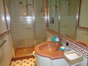 Villa Romanica  : Bathroom with tube