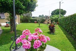 Villa Altais : Semi detached villa Pietrasanta