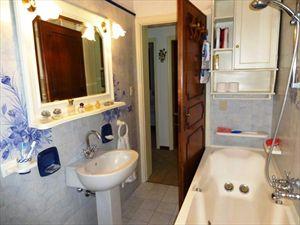 Villa dei Pittori  : Ванная комната с ванной