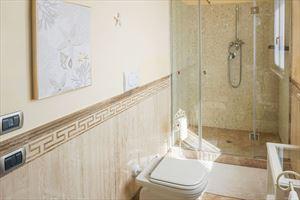 Appartamento Elegance : Bathroom with shower