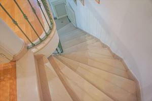 Villa  Allegra : мраморная лестница