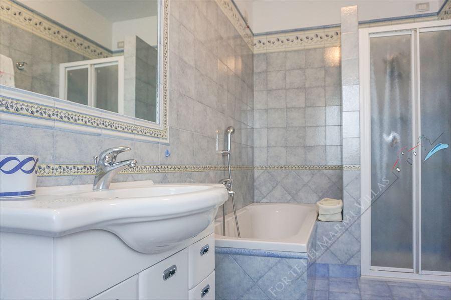 Villa  Allegra : Bathroom with shower