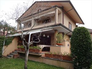 Villa  Milvia  : Outside view