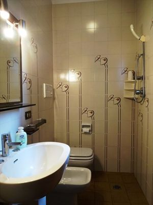 Villa Ciliegia : Bathroom